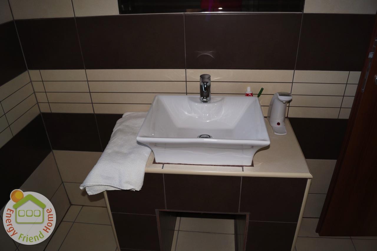 Modern fürdő részlet